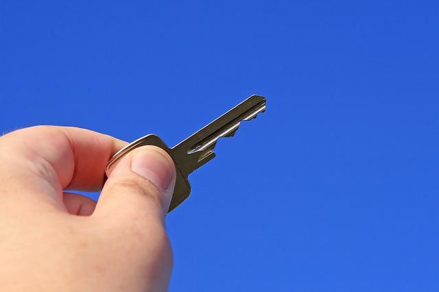 klíč v ruce.jpg