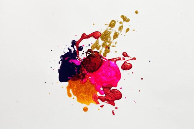 barvy, skvrny na zdi